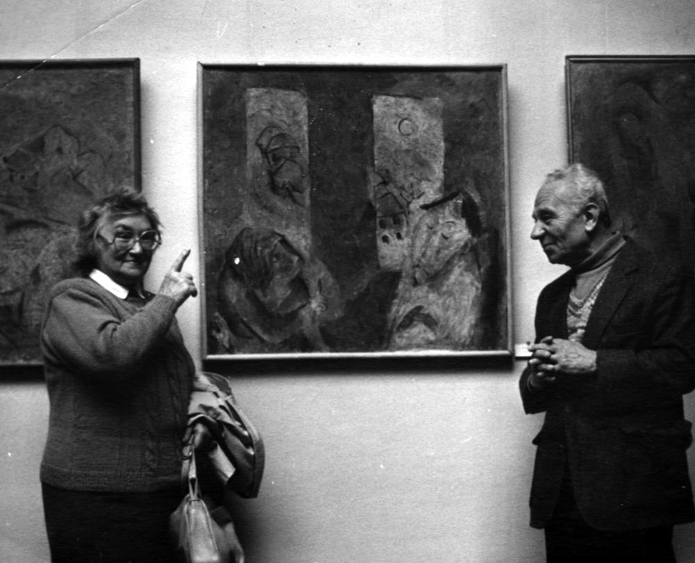 7.Галина и Ефим на художественной выставке. Киев, Украина.1993.